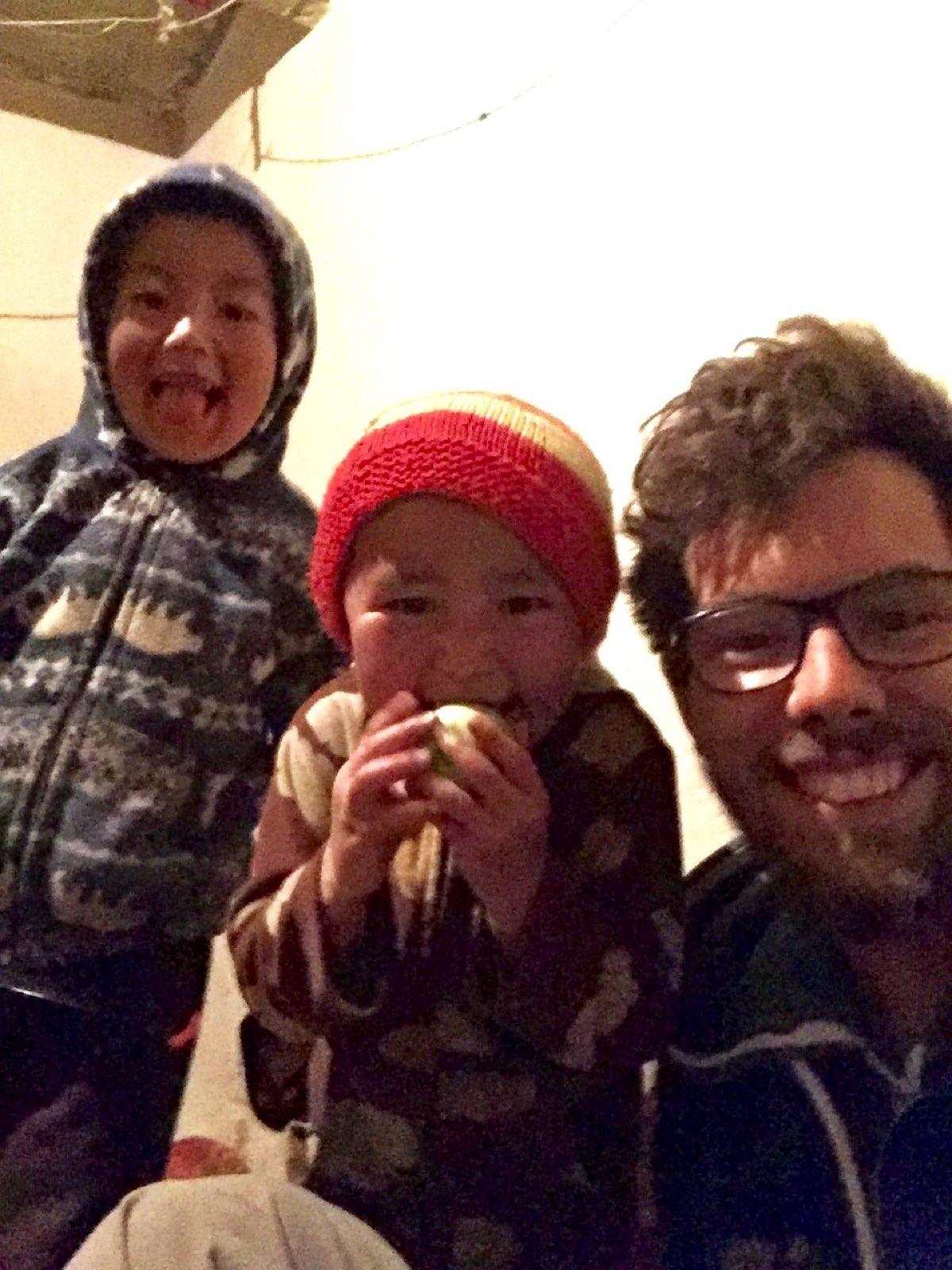 Avec les enfants de Mayan