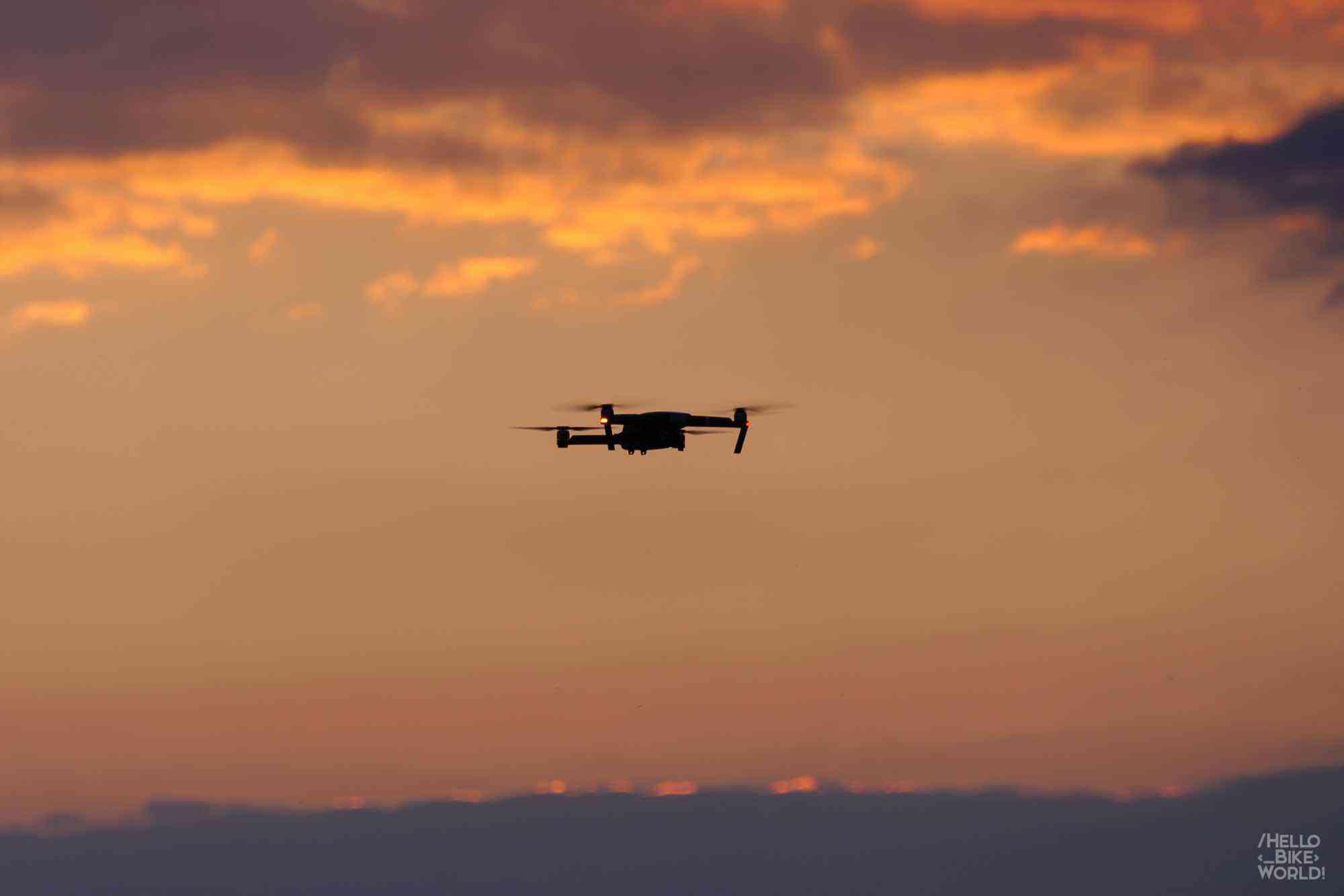 Die Drohne fängt die schönsten Sonnenuntergänge
