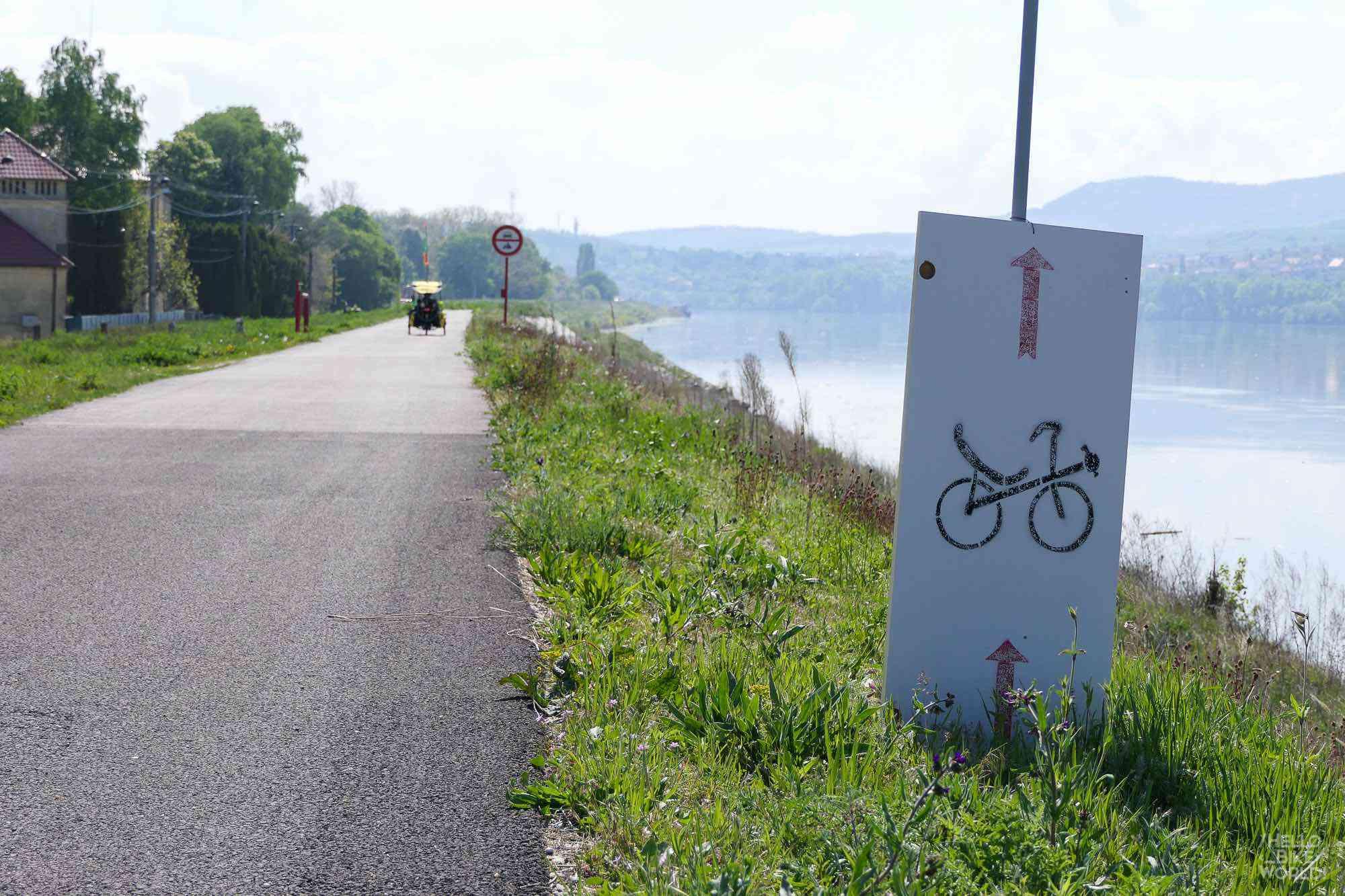 Il faut suivre les panneaux pour arriver au Rekusokk, la fête des vélos couchés