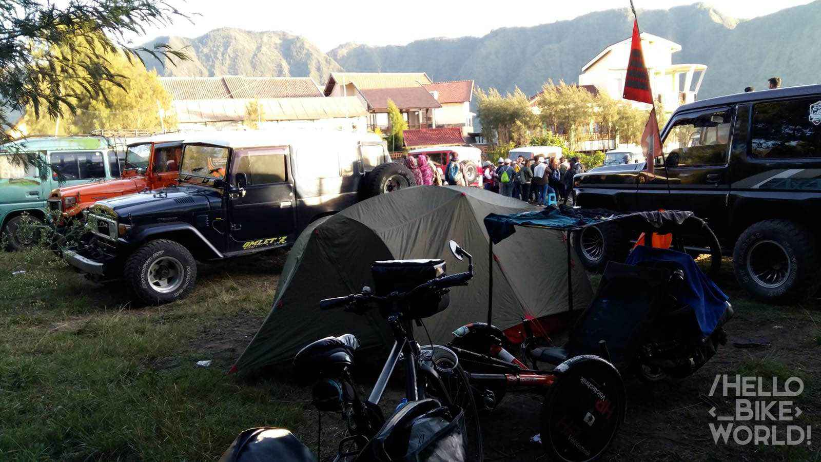 Un terrain de camping ou parking de jeep !?